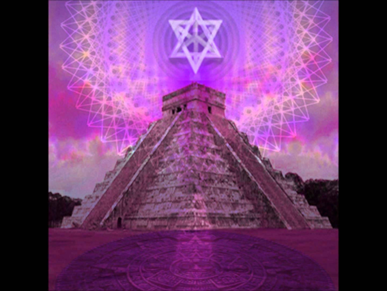 Piramides en vrije energie.